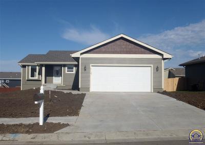 Topeka Single Family Home For Sale: 4316 SE Oakleaf Dr