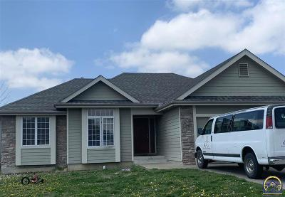 Topeka KS Single Family Home For Sale: $187,900
