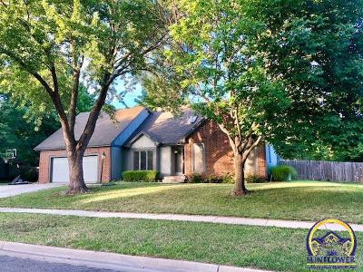 Topeka Single Family Home For Sale: 2406 SW Pepperwood Rd