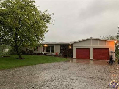 Topeka Single Family Home For Sale: 9229 NW Wilson Rd