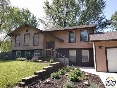 Topeka Single Family Home For Sale: 8011 SW 21st Ter