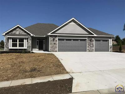 Topeka KS Single Family Home For Sale: $292,000