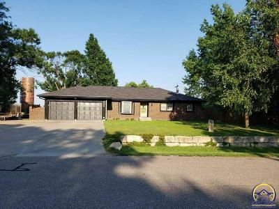Topeka Single Family Home For Sale: 3006 SE Starlite Dr