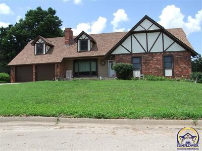 Topeka Single Family Home For Sale: 7040 SW Queens Ct