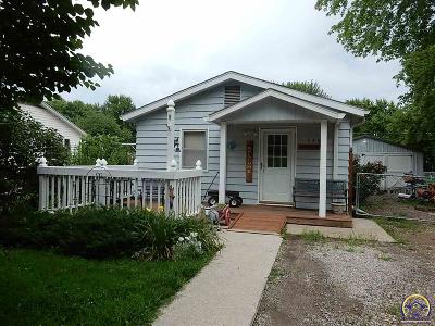 Topeka Single Family Home For Sale: 526 NE Winfield Ave