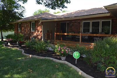 Topeka Single Family Home For Sale: 3812 SE 32nd St