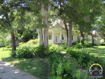 Lyndon Single Family Home For Sale: 205 W 6th St