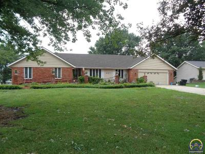 Topeka Single Family Home For Sale: 7241 SW Fountaindale Rd