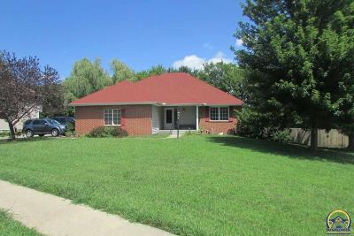 Topeka Single Family Home For Sale: 2484 SW Kingsrow Rd