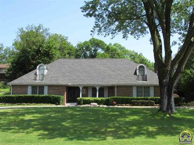 Topeka Single Family Home For Sale: 2792 SW Macvicar Ave