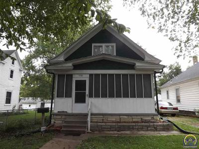 Topeka Single Family Home For Sale: 1106 SW Macvicar Ave