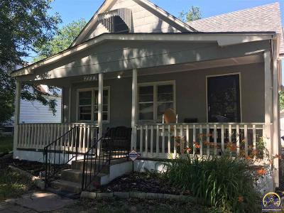 Topeka Single Family Home For Sale: 2733 SE Michigan Ave