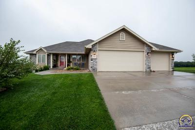 Topeka Single Family Home For Sale: 6300 SW 48th Ln