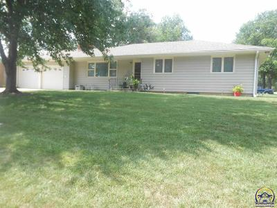 Topeka Single Family Home For Sale: 2301 SW Prairie Rd