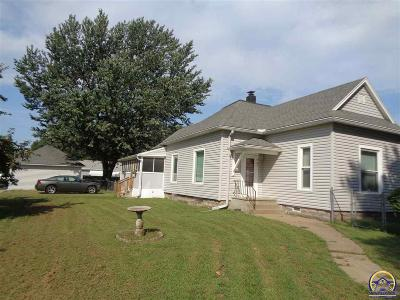 Topeka KS Single Family Home For Sale: $114,900