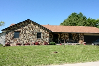 Rose Hill Single Family Home For Sale: 201 N Cedarwood
