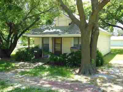 Douglass Single Family Home For Sale: 627 S Forest