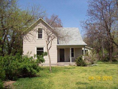 Harvey County Single Family Home For Sale: 2704 NE 12th