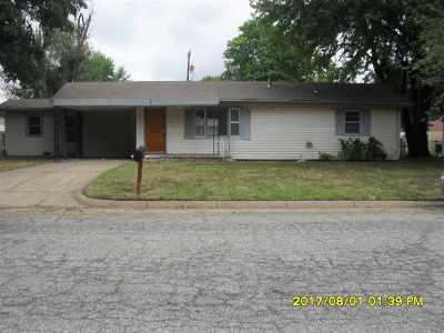Arkansas City Single Family Home For Sale: 230 Meek