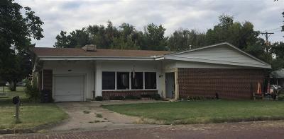 Arkansas City Single Family Home For Sale: 404 E Linden Ave
