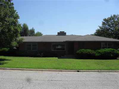 Arkansas City Single Family Home For Sale: 2004 N A