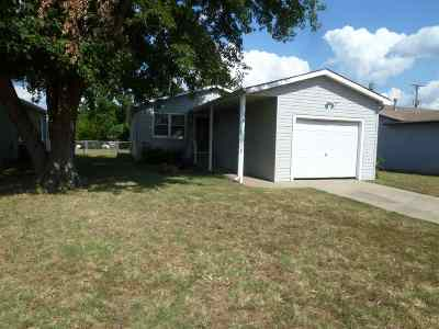 Arkansas City KS Single Family Home For Sale: $69,900