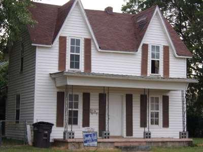 Arkansas City KS Single Family Home For Sale: $39,000
