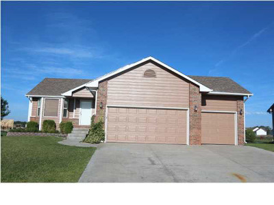 Andover Single Family Home For Sale: 2401 N Fieldstone