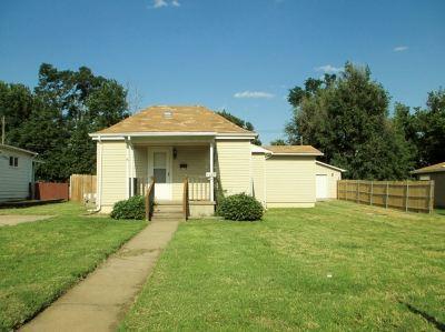 Wellington Single Family Home For Sale: 1209 S F St