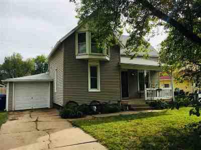 Newton Single Family Home For Sale: 427 E 11th St