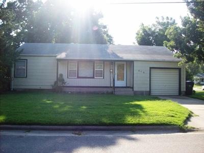 Newton Single Family Home For Sale: 819 N Sherman