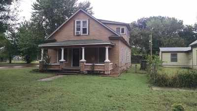 Arkansas City Single Family Home For Sale: 902 S 2nd St