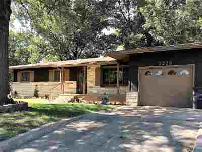 Arkansas City Single Family Home For Sale: 2223 Sherwood Rd
