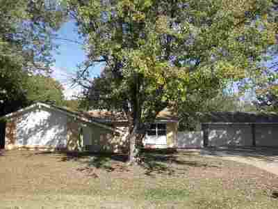 Winfield KS Single Family Home For Sale: $204,900