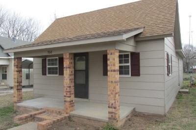 Arkansas City Single Family Home For Sale: 708 N C