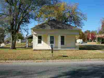 Arkansas City Single Family Home For Sale: 527 N 8th
