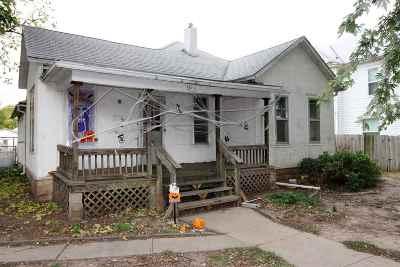 Wellington Single Family Home For Sale: 420 N Jefferson Ave