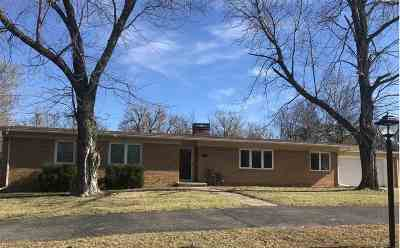 Arkansas City KS Single Family Home For Sale: $168,000
