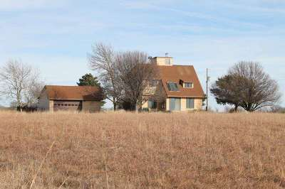 Winfield KS Single Family Home Contingent: $199,000