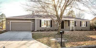 Newton Single Family Home For Sale: 707 Hawthorne Ln
