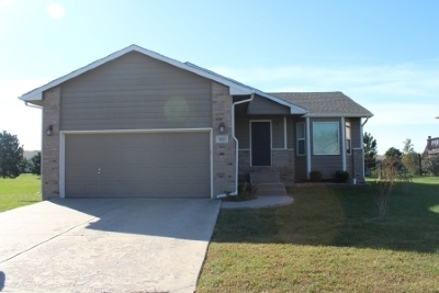 Andover Single Family Home For Sale: 923 W Sumac St.
