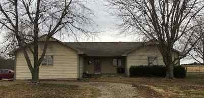 Arkansas City KS Single Family Home For Sale: $125,000
