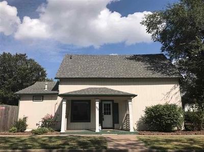 Newton Single Family Home For Sale: 120 S Walnut