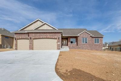 Wichita Single Family Home For Sale: 105 S Grand Mere Ct.