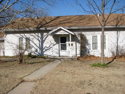 Winfield KS Single Family Home For Sale: $56,900