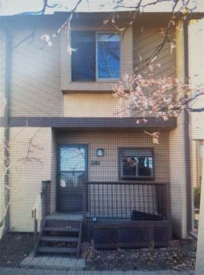 Wichita Condo/Townhouse For Sale: 2405 S Capri