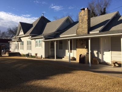 Wellington Single Family Home For Sale: 315 E 10th St