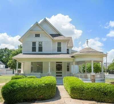 Halstead Single Family Home For Sale: 411 Main St.