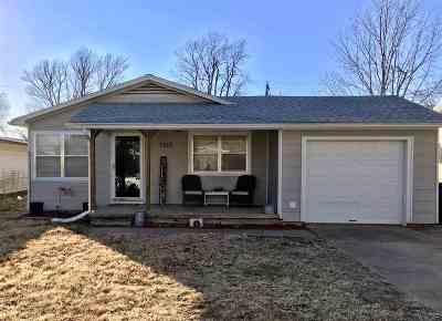 Arkansas City KS Single Family Home For Sale: $69,900