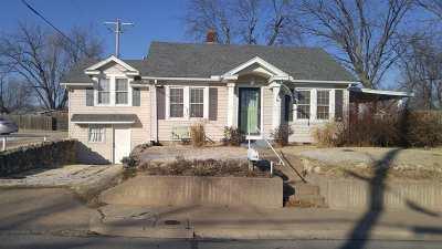 Arkansas City KS Single Family Home For Sale: $52,500